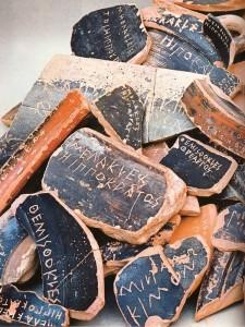 Οστρακισμός : Κάθε πολίτης κατέγραφε σε όστρακο το όνομα όποιου θεωρούσε επικίνδυνο για το πολίτευμα της δημοκρατίας. Σε ειδική συνεδρίαση της Εκκλησίας του Δήμου, με μυστική ψηφοφορία, αποφάσιζαν οι Αθηναίοι την απομάκρυνση ή όχι για δέκα (10) χρόνια από την πόλη εκείνου που το όνομά του είχε γραφεί στο μεγαλύτερο αριθμό οστράκων.